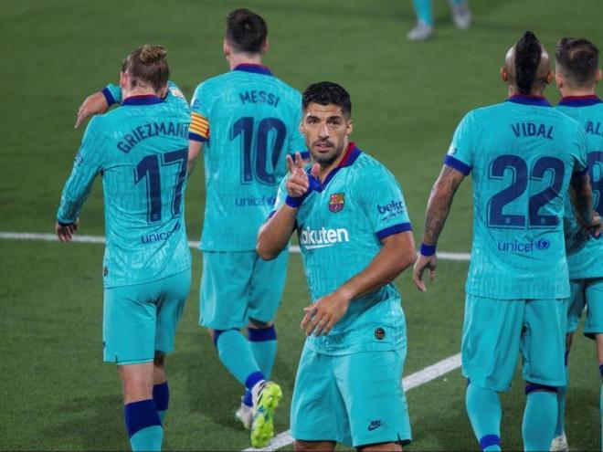 Luis Suárez celebra el segon gol del partit, el número 194 amb el Barça