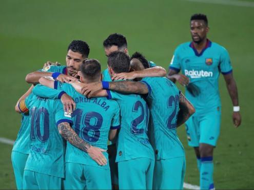 L'equip celebrant un dels quatre gols de la nit