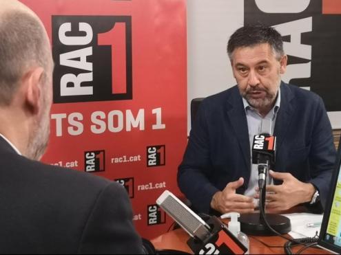 El president del Barça, amb el periodista Jordi Basté, als estudis de Rac-1