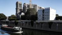 Notre-Dame, en plena reconstrucció, sobre el riu Sena