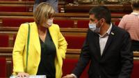 La consellera Vergés i el conseller Chakir El Homrani al Parlament