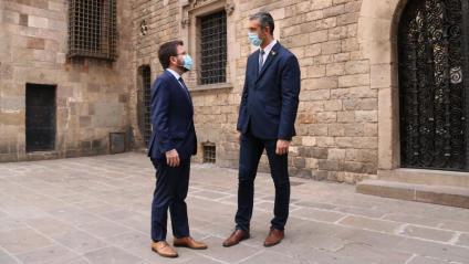 El vicepresident, Aragonès, i el conseller Solé, ahir, davant la seu del Departament d'Acció Exterior