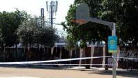 Una pista esportiva precintada a l'Hospitalet de Llobregat