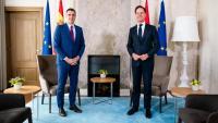 El president espanyol, Pedro Sánchez, i el primer ministre holandès, Mark Rutte, posant abans de la trobada