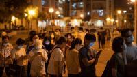 Hongkonguesos  fent cua per votar en les primàries de l'oposició prodemocràcia, dissabte