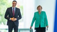 El president del govern espanyol, Pedro Sánchez, i la cancellera alemanya, Angela Merkel, abans de la seva trobada