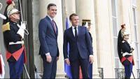 El president del govern espanyol, Pedro Sánchez, i el de la República Francesa, Emmanuelle Macron, abans de la seva trobada