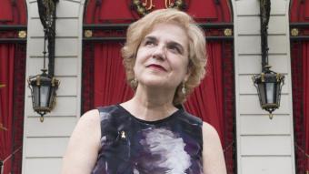 La periodista i escriptora Pilar Rahola, fotografiada davant l'hotel Ritz de Barcelona