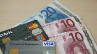 Targetes de crèdit i diners en efectiu, la moneda actual