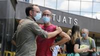 Benet Salellas i Joan Jubany, germà de la víctima, davant dels jutjats de Sabadell, quan van demanar la reobertura