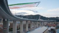 Avions militars dibuixen la bandera italiana sobre el nou viaducte de l'A-10 a Gènova, inaugurat ahir