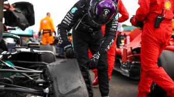 Hamilton mirant la roda punxada
