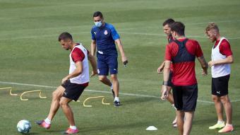 Francisco observa una acció de Granell, durant l'entrenament de dimarts
