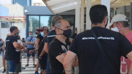 Empleats de Nissan, a la planta de la Zona Franca, atents a la negociació