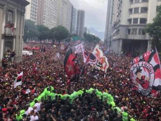 Multitudinària celebració als carrers de Rio de Janeiro per l'última Libertadores del Flamengo