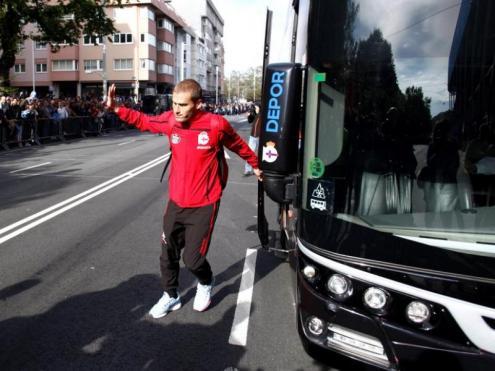 Bergantiños baixant de l'autobús del Deportivo, en una imatge d'arxiu