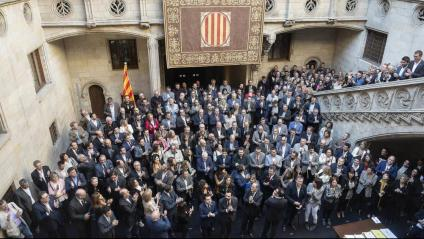El president de la Generalitat Quim Torra amb els alcaldes en un acte de suport als presos polítics abans de la pandèmia de la covid-19