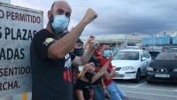Treballadors de Nissan a l'entrada de la planta de la Zona Franca