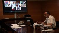 L'alcalde de Lleida, Miquel Pueyo, durant la reunió telemàtica amb altres alcaldes d'altres nou ciutat de l'Estat, a la Paeria