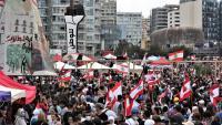 Libanesos participen en la protesta del 'Dia del judici' contra el govern i la classe política del país, ahir, a Beirut