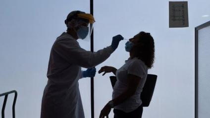 1.042 nous casos de covid-19 confirmats per PCR en les últimes hores a Catalunya