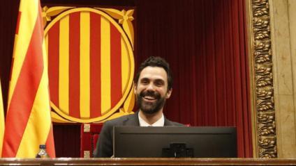 El president de la Generalitat, Quim Torra, i JxCat reclamen el president del Parlament, Roger Torrent –foto–, la publicació íntegra de la resolució sobre la monarquia o el cessament del Secretari General del Parlament