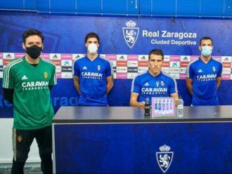 El capità del Saragossa , Alberto Zapater, amb alguns companys