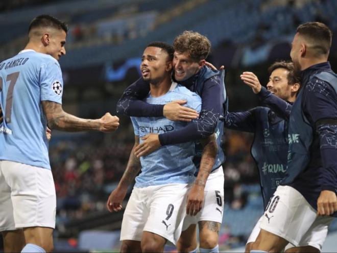 El Manchester City celebra el segon gol del partit, obra de Gabriel Jesus