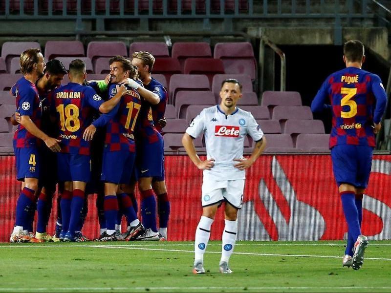 Els jugadors celebren el primer gol