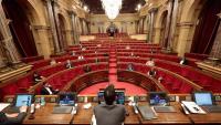 El president del Parlament, Roger Torrent, d'esquena, en un ple
