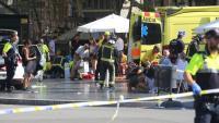 Els primers equips d'emergències que van arribar a les Rambles, oferint atenció mèdica als ferits a l'atemptat