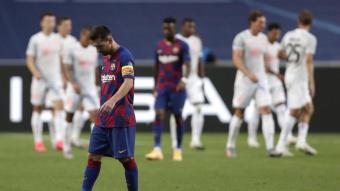 Messi abatut després de la derrota contra el Bayern