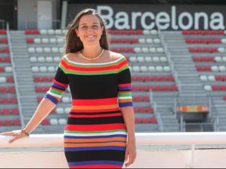 Maria Teixidor, fotografiada a davant de la tribuna principal del circuit