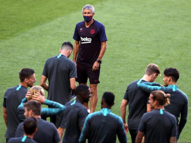 Setién, abans d'iniciar l'entrenament a l'estadi Da Luz de Lisboa
