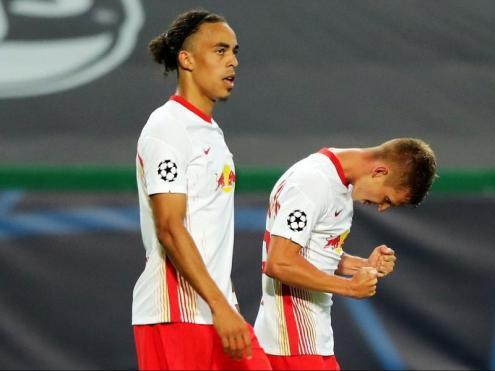 Olmo, amb Poulsen, celebra el primer gol del xoc