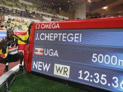 Joshua Cheptegei presumeix la marca