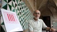 Joan Solà, al pati de la Misericòrdia de l'Institut d'Estudis Catalans, on va fer molta feina