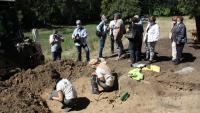 Treballs d'excavació d'una fossa de la Guerra Civil a l'Alt Àneu l'any passat