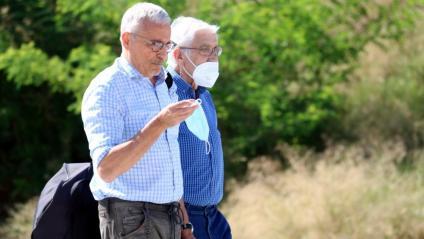 L'ex tresorer de CDC Daniel Osàcar amb el seu advocat, Xavier Melero, arriben a la presó de Brians 2