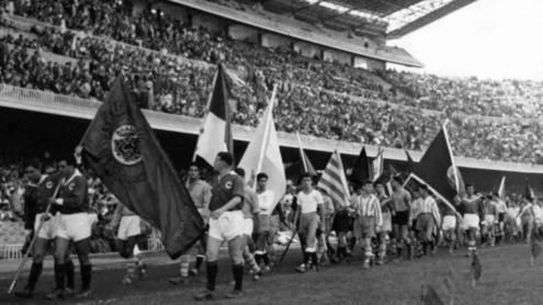 Desfilada de banderes durant l'acte inaugural
