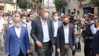 El líder del PP, Pablo Casado, amb l'alcalde de Badalona, Xavier García Albiol, ahir al barri de la Salut