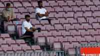 Koeman a la gespa i Riqui a la graderia, ahir al Camp Nou