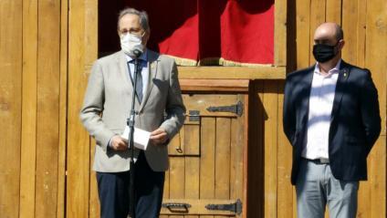 El president Quim Torra i de l'alcalde de Balaguer, Jordi Ignasi Vidal, durant el discurs inaugural del mercat del llibre infantil Encontats