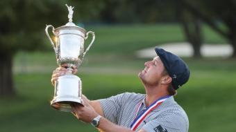 DeChambeua mira satisfet el trofeu de l'Obert dels Estats Units