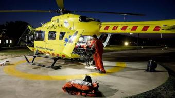 L'helicòpter medicalitzat del SEM a l'heliport de l'Hospital Josep Trueta de Girona