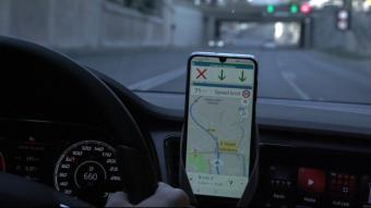 L'aplicació es pot fer amb qualsevol app de navegació i informa sobre els límits de velocitat, entre altres aspectes