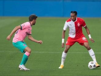 Mojica davant Sergi Roberto, a l'estadi Johan Cruyff