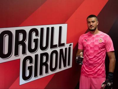 Arijanet Muric, amb la nova samarreta de porters, en la presentació d'ahir