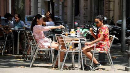 A partir de dilluns, les trobades estaran limitades a sis persones  a l'espai públic i privat