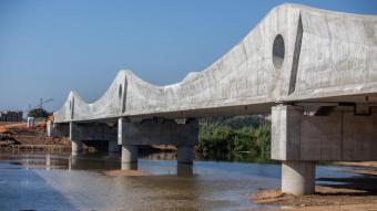 El nou pont ferroviari del riu Tordera